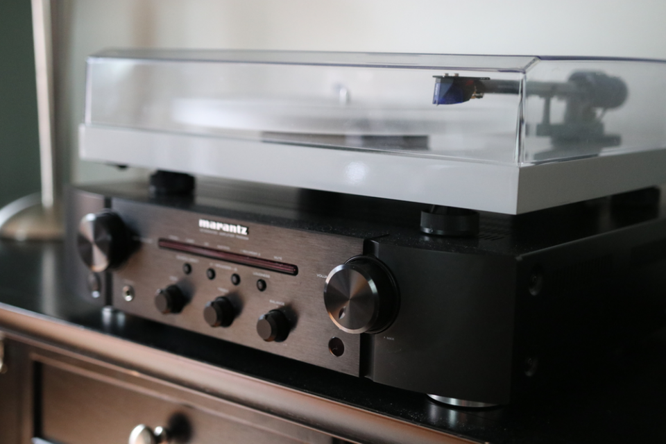 How to connect record player to av receiver easily